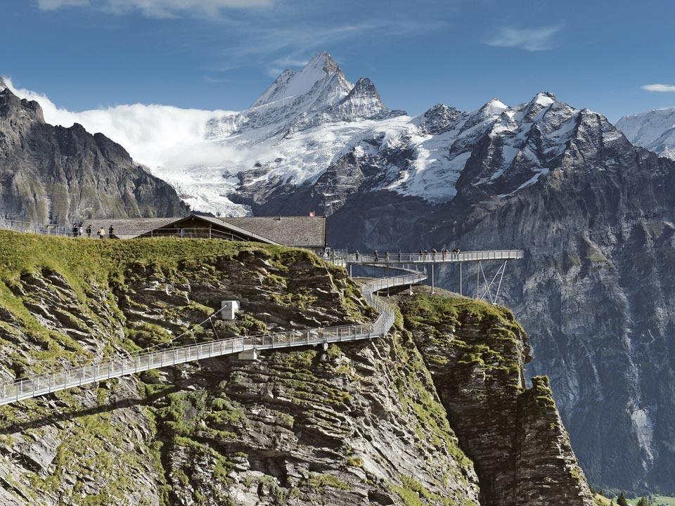 Ein Aussichtspunkt auf den First, der auf einem der vielen Wanderwege in Grindelwald liegt